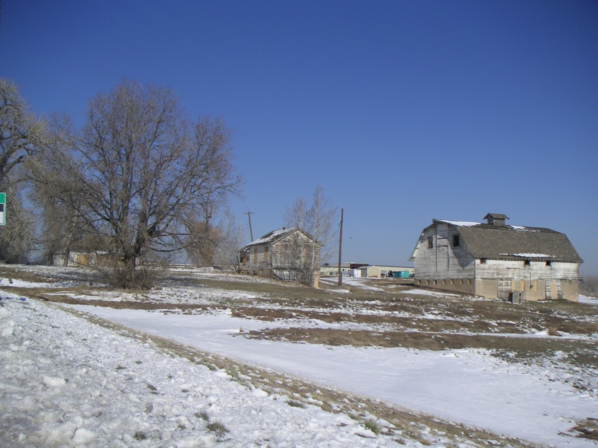 Bank Barn and Farm Houses, April 2009