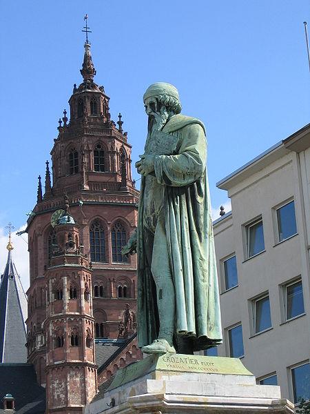450px-Mainz_Gutenbergdenkmal_und_Dom