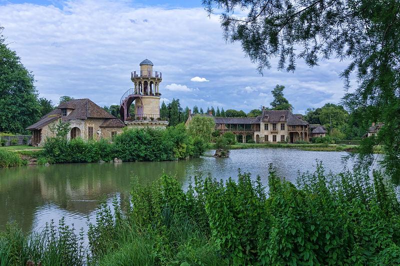 800px-Hameau_de_la_Reine_-_Château_de_Versailles
