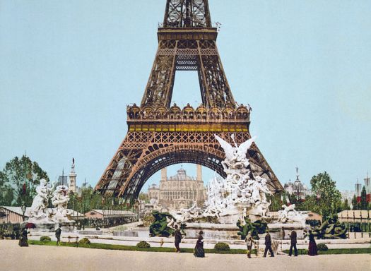 Eiffel_Tower_and_fountain,_Exposition_Universal,_1889,_Paris,_France