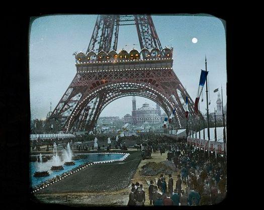 La_Tour_Eiffel_et_le_Palais_du_Trocadero,_1889_-_Flickr_14380331961